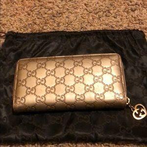 Gucci Signature Zip-around wallet
